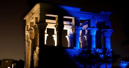 Columnas iluminadas Filae