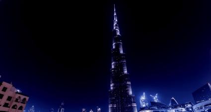 Burj de noche